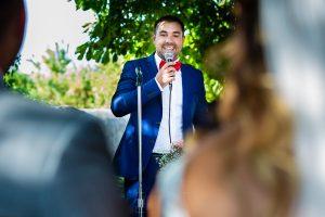 Boda en Aldeanueva del Camino de Sonia y Samuel realizada por el fotógrafo de bodas Johnny García. Un amigo le dedica unas palabras a los novios.