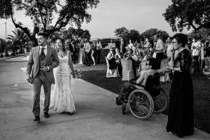 Boda en Aldeanueva del Camino de Sonia y Samuel realizada por el fotógrafo de bodas Johnny García. Los novios llegan a la finca de bodas.