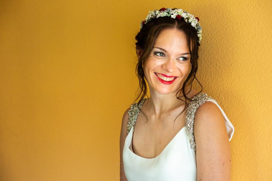 Boda en el Rincón de Castilla de Isa y Juan, realizada por el fotógrafo de bodas en Béjar Johnny García, un retrato de la novia.