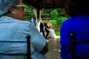 Boda en el Rincón de Castilla de Isa y Juan, realizada por el fotógrafo de bodas en Béjar Johnny García, los novios en la ceremonia.