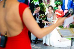 Boda en el Rincón de Castilla de Isa y Juan, realizada por el fotógrafo de bodas en Béjar Johnny García, Juan se emociona en la ceremonia.