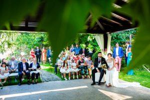 Boda en el Rincón de Castilla de Isa y Juan, realizada por el fotógrafo de bodas en Béjar Johnny García, los novios junto a sus invitados.