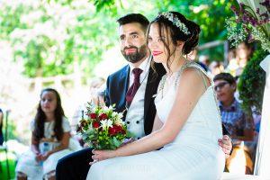 Boda en el Rincón de Castilla de Isa y Juan, realizada por el fotógrafo de bodas en Béjar Johnny García, la pareja en un momento de la ceremonia.