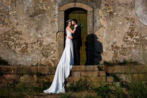 Boda en el Rincón de Castilla de Isa y Juan, realizada por el fotógrafo de bodas en Béjar Johnny García, los novios en su reportaje fotográfico.