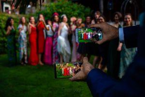 Boda en el Rincón de Castilla de Isa y Juan, realizada por el fotógrafo de bodas en Béjar Johnny García, detalle de la foto de grupo.