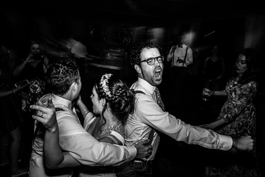 Boda en el Rincón de Castilla de Isa y Juan, realizada por el fotógrafo de bodas en Béjar Johnny García, un momento de la fiesta.