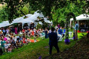 Boda en Segura de Toro de Araceli y César, captada fotográficamente por elfotógrafo de bodas en Cáceres Johnny García, vista general de la ceremonia.