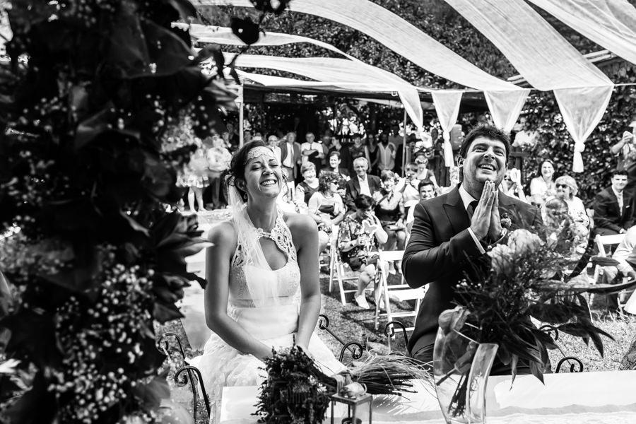 Boda en Segura de Toro de Araceli y César, captada fotográficamente por elfotógrafo de bodas en Cáceres Johnny García, un momento muy emotivo de la ceremonia.