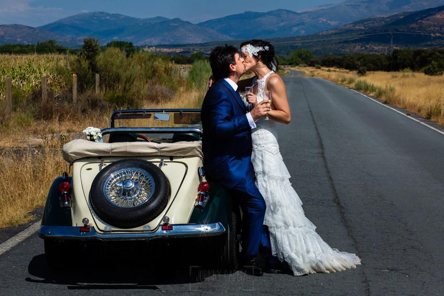 Boda en Segura de Toro de Araceli y César, captada fotográficamente por elfotógrafo de bodas en Cáceres Johnny García, retrato de la pareja de novios.