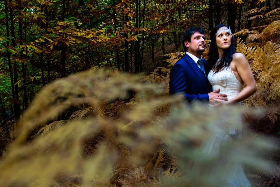 Boda en Segura de Toro de Araceli y César, captada fotográficamente por elfotógrafo de bodas en Cáceres Johnny García, Araceli y César en primer plano.