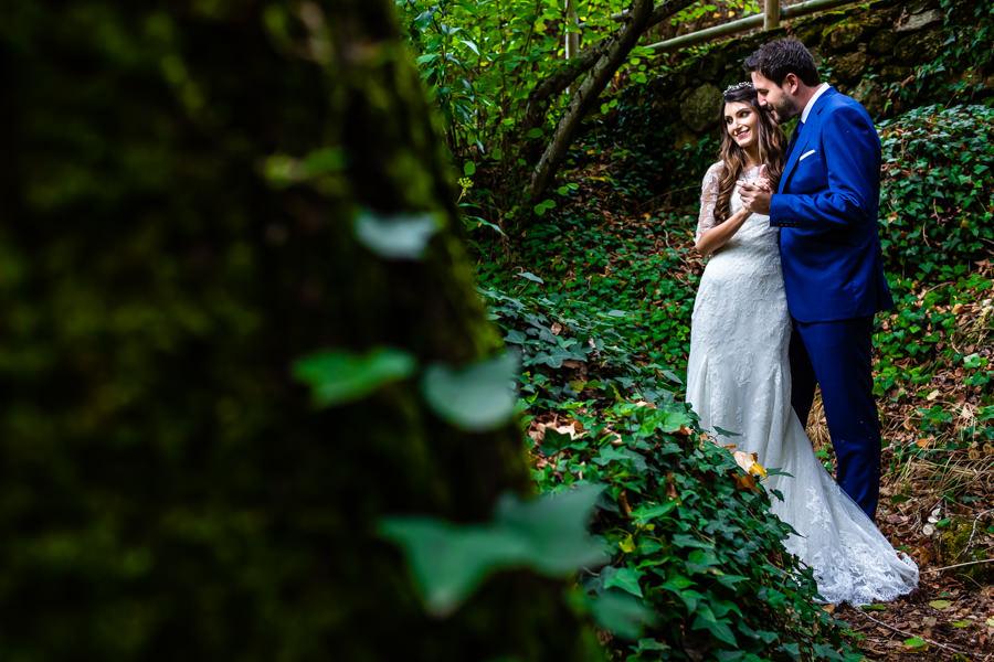 Boda en Hervás de Yolanda e Ignacio, foto realizada por el fotógrafo de bodas en Cáceres Johnny García. Retrato de los novios.
