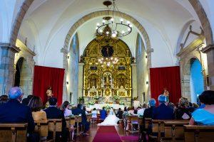 Boda en Hervás de Yolanda e Ignacio, foto realizada por el fotógrafo de bodas en Cáceres Johnny García. Vista general desde la parte trasera del retablo de Santa María.