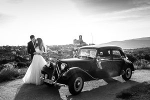 Boda en Hervás de Yolanda e Ignacio, foto realizada por el fotógrafo de bodas en Cáceres Johnny García. Una foto en el mirador de la mina de Hervás.