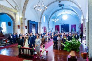 Boda en Hervás de Yolanda e Ignacio, foto realizada por el fotógrafo de bodas en Cáceres Johnny García. Vista general de Santa María durante la ceremonia.