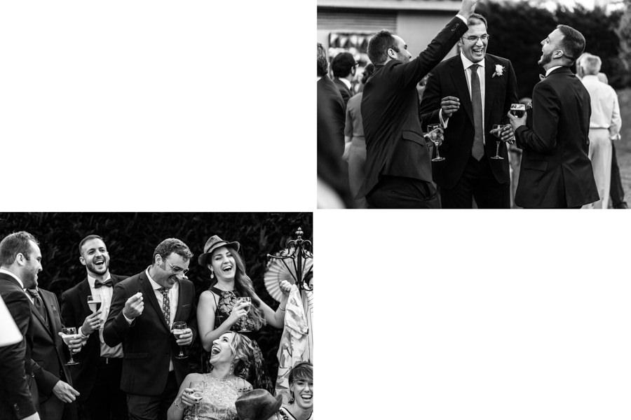 Boda en Hervás de Yolanda e Ignacio, foto realizada por el fotógrafo de bodas en Cáceres Johnny García. Risas entre los invitados en el aperitivo.