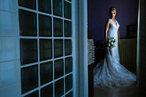 Boda en Puerto de Béjar de Susana y Benjamín, realizada por el fotógrafo de bodas en Guijuelo Johnny García. Retrato de la novia.