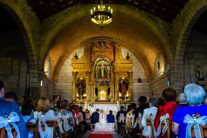 Boda en Puerto de Béjar de Susana y Benjamín, realizada por el fotógrafo de bodas en Guijuelo Johnny García. Vista general del altar.