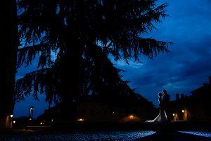 Boda en Puerto de Béjar de Susana y Benjamín, realizada por el fotógrafo de bodas en Guijuelo Johnny García. Foto en la noche salmantina.
