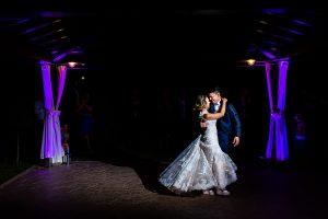 Boda en Puerto de Béjar de Susana y Benjamín, realizada por el fotógrafo de bodas en Guijuelo Johnny García. Primer baile de los novios.