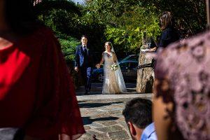 Boda en Puerto de Béjar de Susana y Benjamín, realizada por el fotógrafo de bodas en Guijuelo Johnny García. Llegada a la finca de bodas.