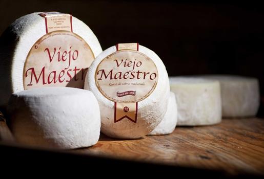 Foto del queso Viejo Maestro, fotografía de publicidad realizada por Johnny García, fotógrafo de publicidad en Extremadura.
